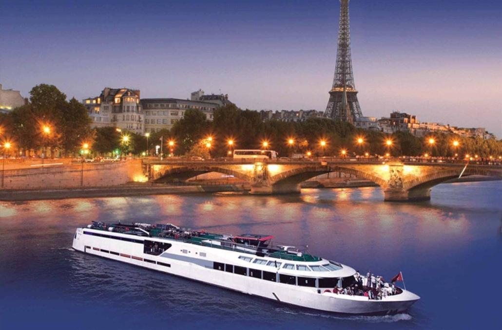 Une croisière au pied de la Tour Eiffel