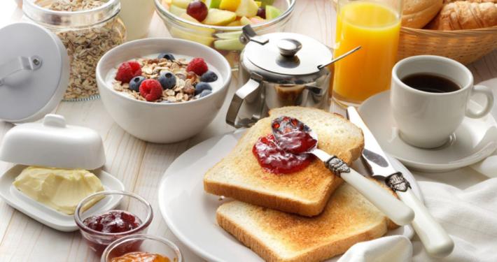 Un petit-déjeuner frais et sain