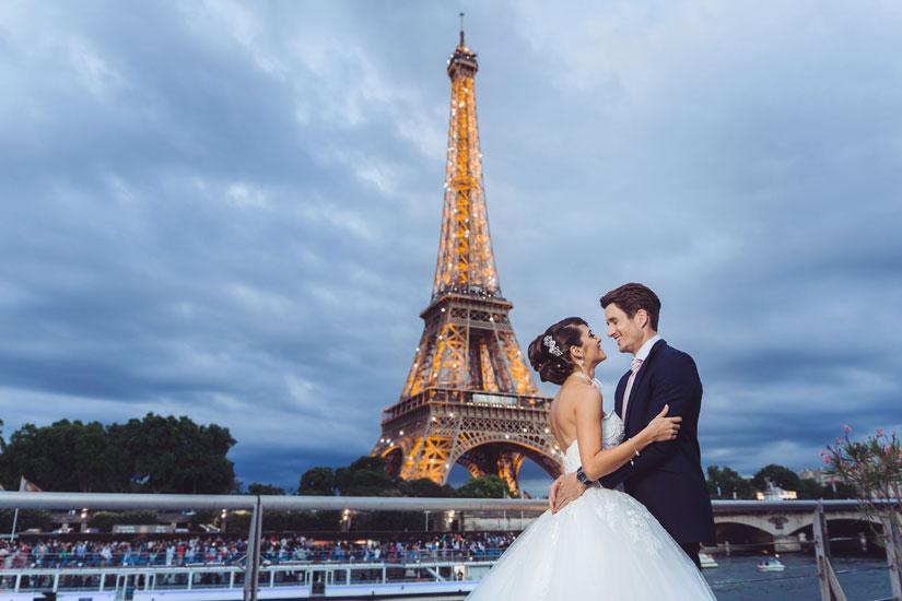 Privatiser le yacht pour célébrer mariage ou anniversaire.