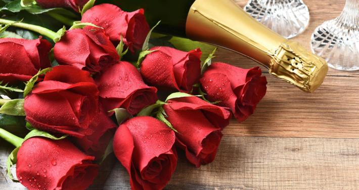 Un bouquet de roses et champagne