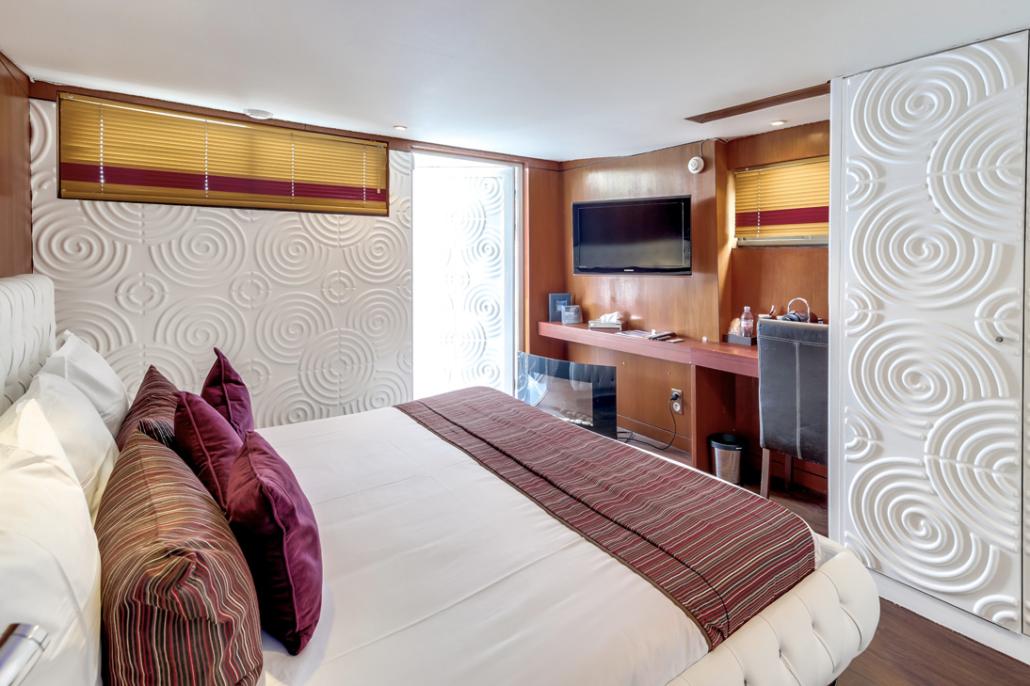 Une chambre présidentielle sur le VIP Paris Yacht